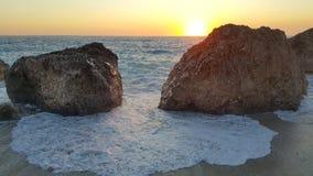 Coucher du soleil sur le bord de la mer ionien Photo libre de droits