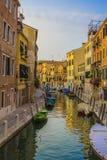 Coucher du soleil sur le canal à Venise Images libres de droits