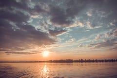 Coucher du soleil sur le Dnieper image libre de droits