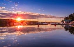 Coucher du soleil sur le dock de la mer baltique Photo libre de droits