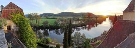 Coucher du soleil sur le Dordogne River Valley près de Beynac-et-Cazenac photographie stock