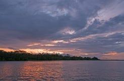 Coucher du soleil sur le fleuve Amazone Photographie stock libre de droits