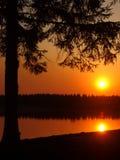 Coucher du soleil sur le fleuve, nuit Photographie stock libre de droits