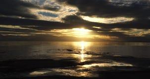 Coucher du soleil sur le Grand Lac Salé en Utah clips vidéos