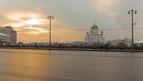 Coucher du soleil sur le grand pont en pierre à Moscou, Russie photos stock