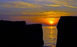 Coucher du soleil sur le lac Érié au rivage du nord de Cleveland Photo libre de droits