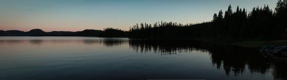 Coucher du soleil sur le lac Photographie stock