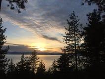 Coucher du soleil sur le lac Photo stock