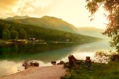Coucher du soleil sur le lac Bohinj Photographie stock libre de droits