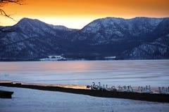 Coucher du soleil sur le lac de glace au Hokkaido du Japon Image libre de droits