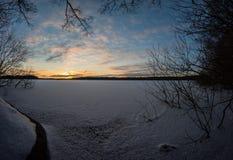 Coucher du soleil sur le lac figé Images stock