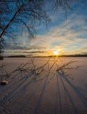 Coucher du soleil sur le lac figé Image libre de droits