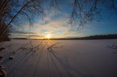 Coucher du soleil sur le lac figé Photographie stock