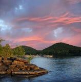 Coucher du soleil sur le lac Kentucky Etats-Unis run de caverne Photo libre de droits