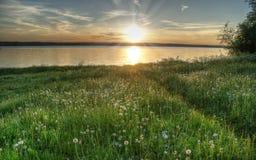 Coucher du soleil sur le lac, Valdai, Russie Photos stock
