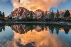 Coucher du soleil sur le lac Limides Images libres de droits