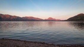 Coucher du soleil sur le loch Maree Images stock