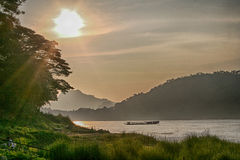 Coucher du soleil sur le Mekong chez Luang Prabang Laos Image libre de droits