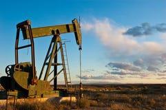 Coucher du soleil sur le pétrole Images libres de droits