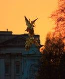 Coucher du soleil sur le Palais de Buckingham images libres de droits