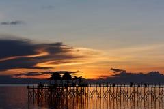 Coucher du soleil sur le paradis tropical photos stock