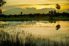 Coucher du soleil sur le pays Thaïlande Photos libres de droits