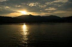 Coucher du soleil sur le policier de lac Photographie stock