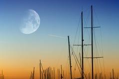 Coucher du soleil sur le port Image libre de droits