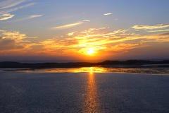 Coucher du soleil sur le port de baie de Morro, la Californie Images stock