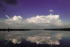 Coucher du soleil sur le réservoir de Soligorsk Images stock