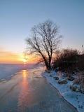 Coucher du soleil sur le rivage Photographie stock libre de droits