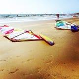 Coucher du soleil sur le rivage d'océan Photo libre de droits