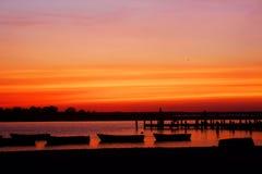 Coucher du soleil sur le rivage de débardeur Photographie stock libre de droits