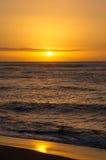 Coucher du soleil sur le rivage du nord d'Oahu Images libres de droits