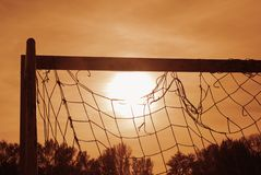Coucher du soleil sur le terrain de football Photo stock