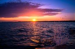 Coucher du soleil sur les îles Finlande d'Aland de mer baltique Image libre de droits