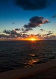 Coucher du soleil sur les Caraïbe Image stock