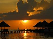 Coucher du soleil sur les Maldives. photos libres de droits