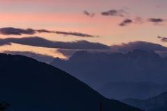 Coucher du soleil sur les montagnes Images libres de droits
