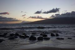Coucher du soleil sur Maui Image libre de droits
