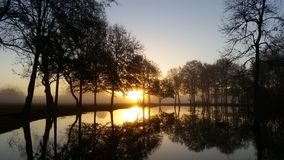 Coucher du soleil sur notre étang Image libre de droits