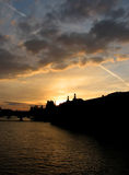 Coucher du soleil sur Paris, France Photo stock