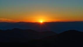Coucher du soleil sur rocailleux photos libres de droits
