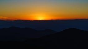 Coucher du soleil sur rocailleux image libre de droits