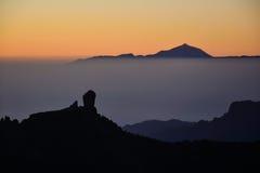 Coucher du soleil sur Roque Nublo et Teide Photos stock