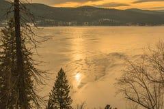 Coucher du soleil sur un lac congelé Images libres de droits