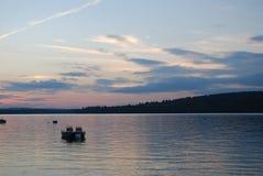 Coucher du soleil sur un lac dans Maine image stock