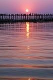Coucher du soleil sur un lac en Birmanie/Myanmar Image stock