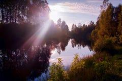 Coucher du soleil sur un petit lac Image stock