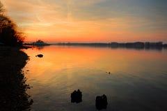 Coucher du soleil sur un port de Danube Photographie stock